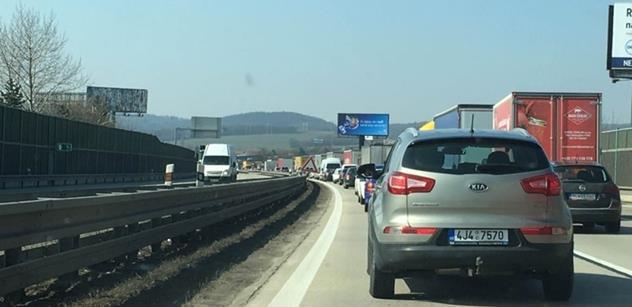 Já jedu vlakem do Prahy dvě hodiny čtyřicet. To nic není, já čtyři hodiny. Skutečně poutavá debata o dopravě, kterou rozsekl zelený vychválením prozíravosti neziskovek