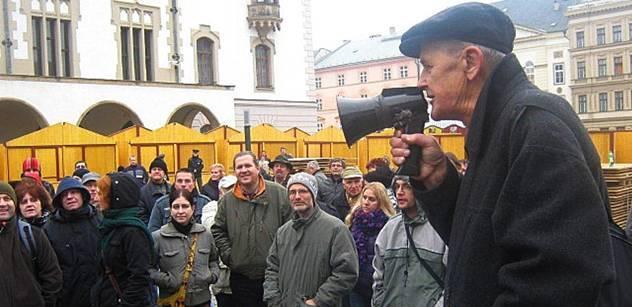 Je čas zabijaček, voda už se vaří, demonstrovali v Olomouci