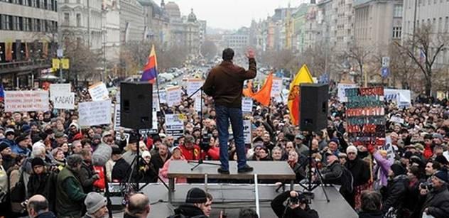 Naštvaní lidé svolávají megakonferenci. Chtějí svrhnout vládu i Klause