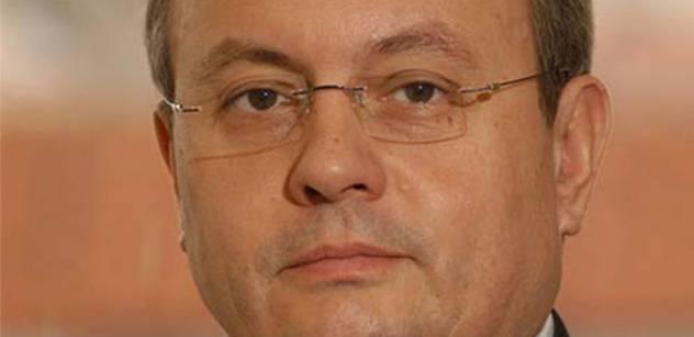 Sankce zpochybňovat nebudu, ale nesouhlasím s nimi, perlil na ČT Vladimír Dlouhý