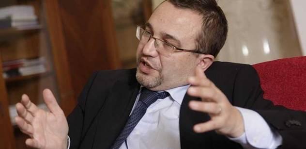Nový Dobešův vedoucí tiskového odboru porušuje zákon