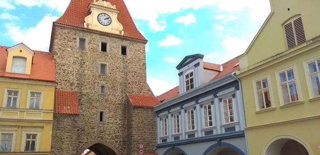 Domažlice: Dobíjecí stanice pro elektromobily bude u kruhového objezdu pod hradem