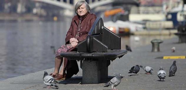 V Česku hledá práci na čtvrt milionu penzistů. Jejich využití je problém