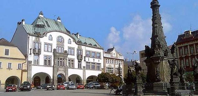 Dvůr Králové nad Labem: Před rekonstrukcí silnice v Krkonošské ulici stavbaři opraví objízdnou trasu