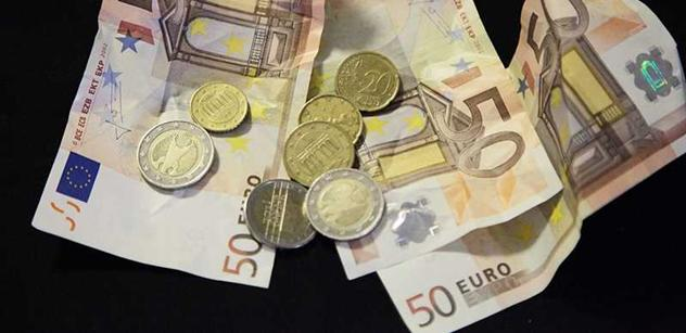 Poslanci schválili záchranný fond na euro. Doktor je zděšen, kníže chválí