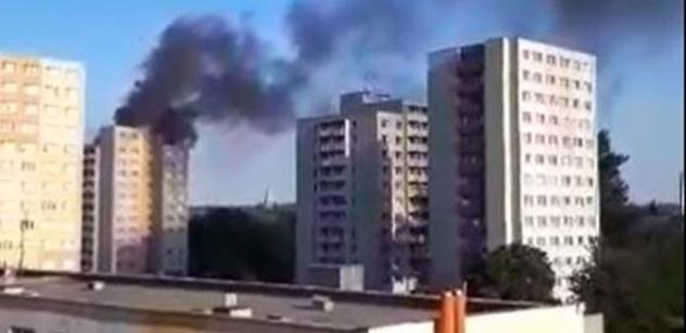 Tragický požár panelového domu v Bohumíně: Jedenáct lidí zemřelo. Hořící lidé vyskakovali z oken vstříc smrti