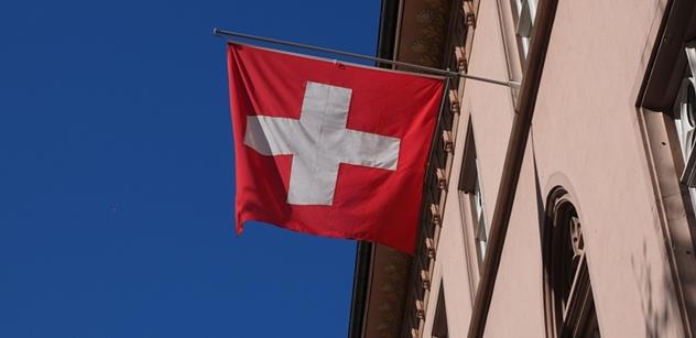 Další útok ve vlaku, tentokrát ve Švýcarsku. Použil hořlavinu i nůž