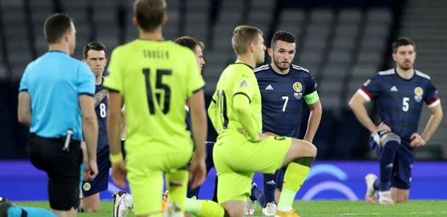 Hanba, ovce, blbečkové. Čeští fotbalisté poklekli kvůli černochům. A začala vzpoura