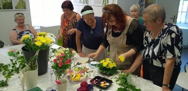 Praha 5: Velikonoční tvoření pro seniory v komunitních centrech Louka a Prádelna
