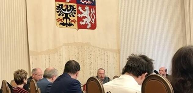 """""""Cikáni vám tam chybí."""" Václav Klaus ml. svolal akci, ze které v BIS ohluchnou mikrofony"""