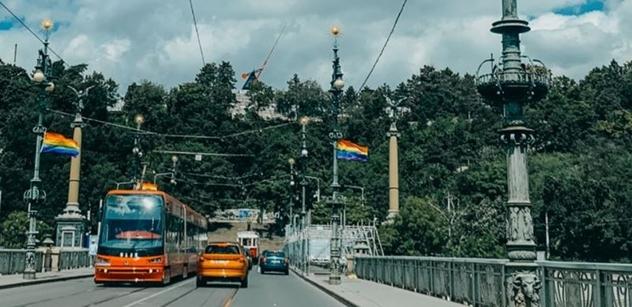 """Prague Pride pro děti: """"Dovádění"""" zdarma, transvestita vám přečte pohádku. Bude i """"vymejvák"""""""