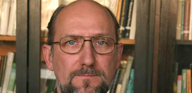 Kdo zkazil postup proti Putinovi, kde útočili migranti, jak dopadne Ukrajina. Protřelý autor a jeho překvapivé, konkrétní odpovědi