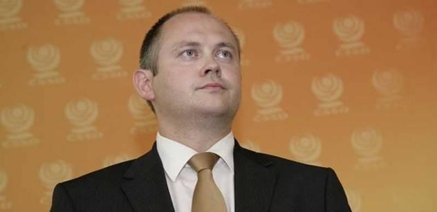 Hašek proti Kalouskovi: Daň z vína je blbost, soudí