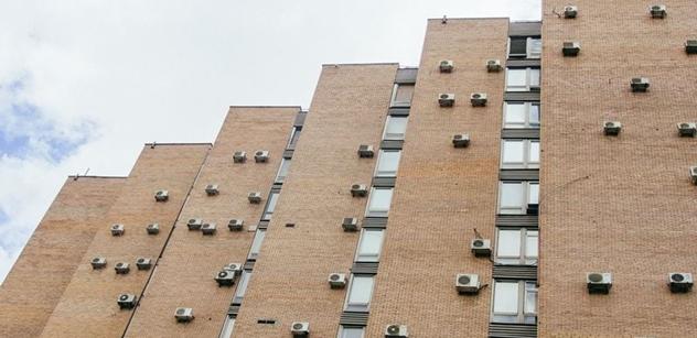 Průzkum: Češi ve vedrech doma trpí, přehřívá se až polovina rodinných i bytových domů
