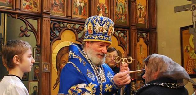 Boj o bývalého arcibiskupa. Mluví se o spiknutí kvůli miliardě z restitucí