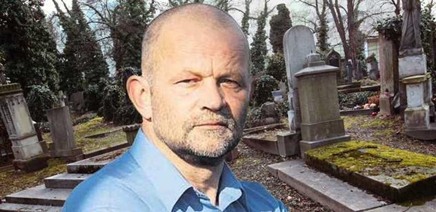 Hrobník Stejskal s černým humorem: Čím bude hůř, tím se budu mít líp