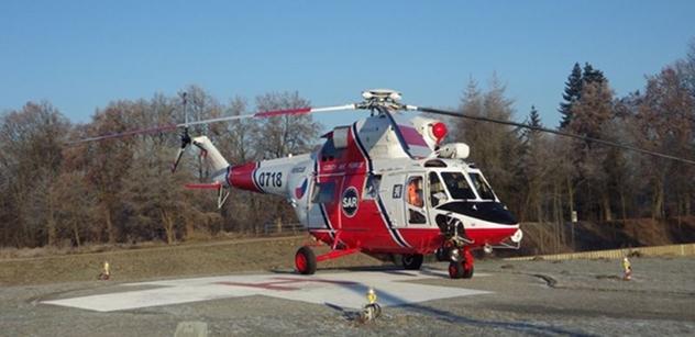 Záchranáři armádní Letecké záchranné služby Bechyně pomohli turistce v nepřístupném terénu