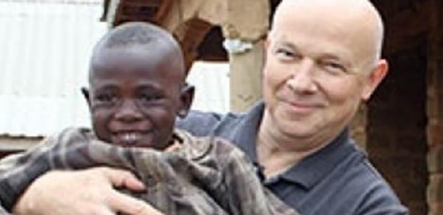 Misionář, kterého nedávno zachránil Zaorálek, chce zase do Afriky. A kdyby to šlo, tak přímo do Súdánu, kde ho zavřeli
