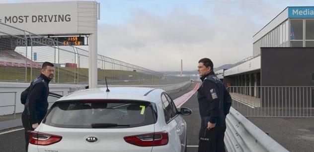 Autodrom Most: Šéf dopravní policie si vyzkoušel polygon mosteckého autodromu