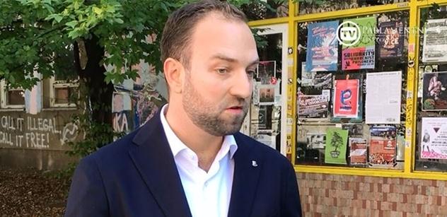 VIDEO z Kliniky: Feri, Babiš, Krnáčová... Starosta na místě popsal, co si užil se zabraným barákem