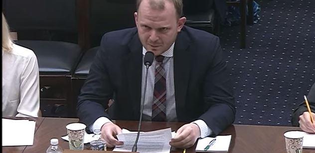 Trestat za ruské lži! Zeman je šíří! Řekl Čech Kalenský v USA. Je hezké tu být, s Českem se to nedá srovnat, dodal