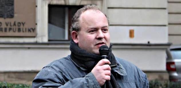 Zvára (Svobodní): Nepleťme se do sporu na Ukrajině