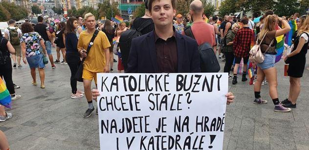 """""""Buzny v katedrále?"""" Klaus ml., Foldyna i aktivista Peszyński k Prague Pride: Šlo i o peníze"""