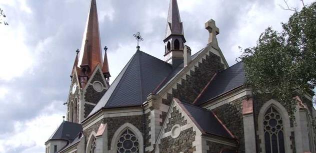 Občan se hádal s ministrem Hermanem o opravách kostelů. Takhle to dopadlo