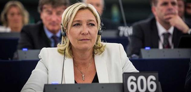 Marine Le Penová šla v Praze s Klausem na pivo. Našli jsme o tom mnoho humorného