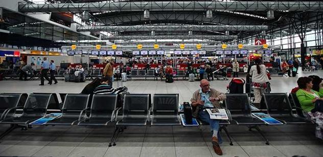 Na letištích už budou probíhat kontroly proti zavlečení eboly