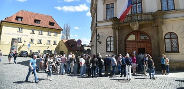 Úřad vlády: Premiér Babiš přivítá návštěvníky v Lichtenštejnském paláci
