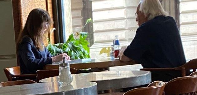 """Foto Lipovské v kavárně: Dohra celé věci. A nová ,,aféra""""! Kdo ji včera vezl autem..."""