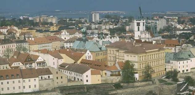 Litoměřice: Základní škola Boženy Němcové získala nový klavír Petrof