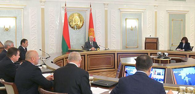 """Lukašenko: Jak Gestapo, tak se chováte! Už víme, kudy chodí peníze. Zde je pravda o """"ruské invazi"""""""