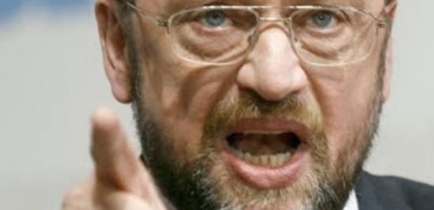 Takhle to nejde, napsal Martin Schulz a připsal velký vykřičník. Visegradské země prý musí tvrdě pocítit, co je to solidarita