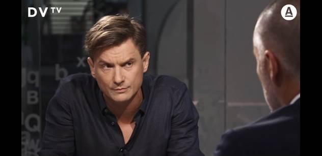 Herec Měcháček se proti Xaverovi šel hájit do DVtv: Papouškování ruské propagandy. A pak propálil, co chce zkusit jeho advokát
