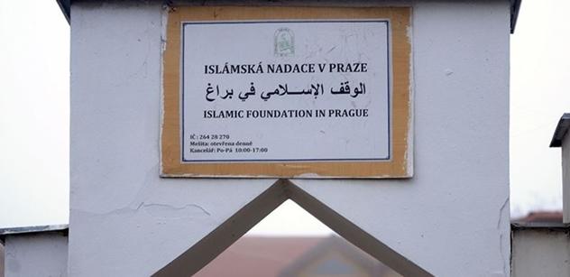 Muslimové se musí cítit odstrčení, je přeci druhá adventní neděle! Podívejte se, co se dělo před pražskou mešitou