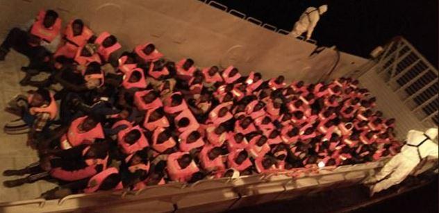 Další loď nevládní organizace ve Středozemním moři. Na palubě má 239 migrantů a chce na Maltu. Italský ministr vnitra varuje