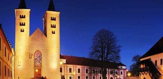 V Břevnovském klášteře bude pohřben válečný veterán Strauss