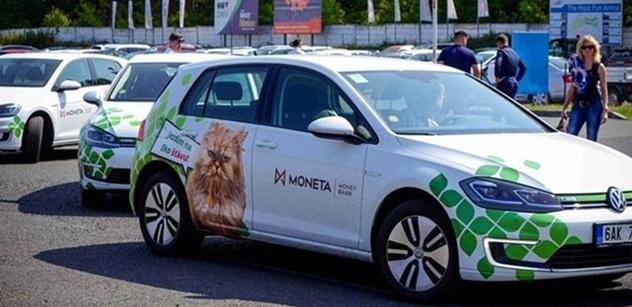MONETA Money Bank prověřila své elektromobily na Autodromu Most