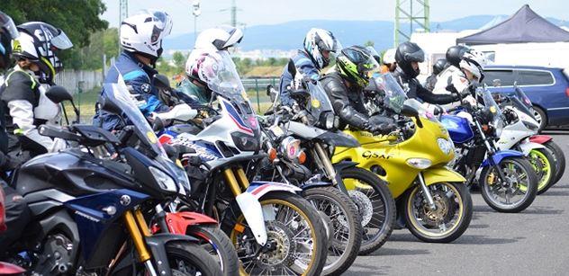 Autodrom Most: Bezplatný kurz přilákal do Mostu přes 200 motorkářů
