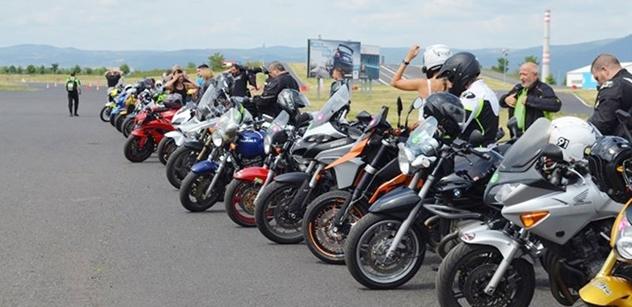 Autodrom Most: Motocyklisty ohrožuje riskantní jízda více než koronavirus