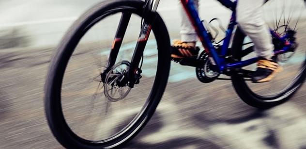 """Tým silniční bezpečnosti: Projekt """"Na kole jen s přilbou"""" míří do desítek našich měst"""