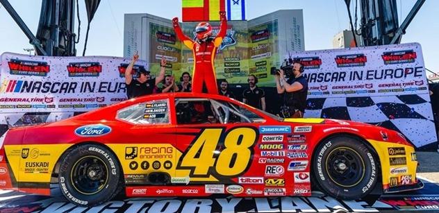 Martin Doubek stál při zahájení sezony evropské série NASCAR na bedně!