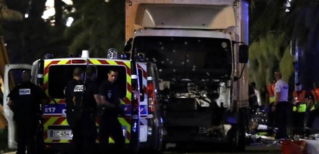 Toto je terorista, který zabíjel v Nice. V ukradeném náklaďáku se dostal i přes policejní kontrolu