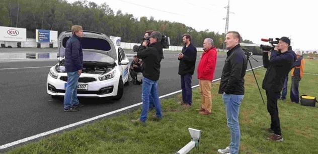 Novináři si vyzkoušeli, jak je důležité dodržovat při jízdě zásady bezpečnosti