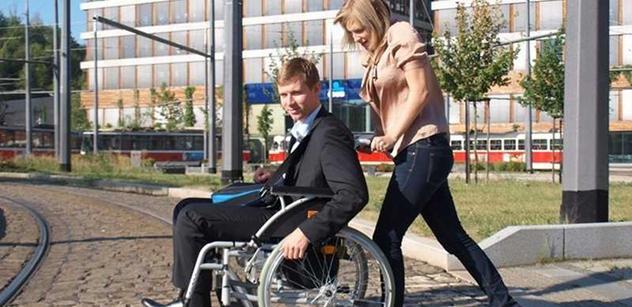 Leoš Novotný si při cestě do práce vyzkoušel kůži vozíčkáře