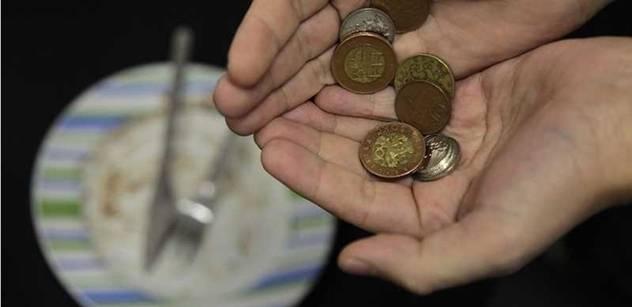 Česká ekonomika zůstává v recesi. Loni klesla o 1,1 procenta