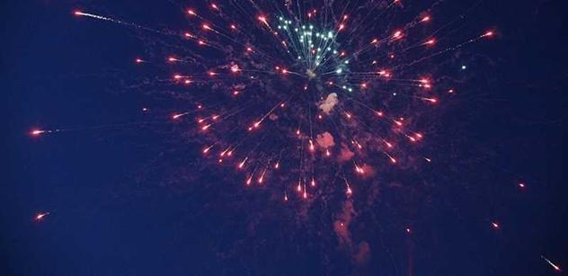 Praha oslavila vstup do nového roku velkolepým ohňostrojem. Magistrát za něj dal milion korun