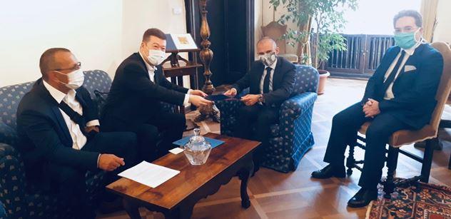Oceňte Salviniho, netrestejte ho! Okamura odevzdal dopis Itálii. Silná sestava. A pozor, překvapení